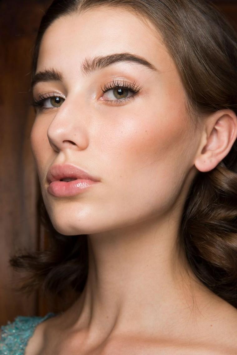 light-makeup-woman-look-natural-makeup-green-eyes - Le Journal